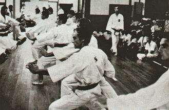 1-1966-kobe-japan-shukokai-honbu-dojo-tani-nanbu-kimura-sensei